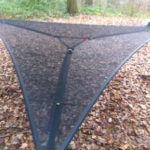 Trillium Netz-Hängematte aufgehangen in einem Wald Nr.2